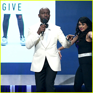 Taye Diggs Opens Critics' Choice Awards 2019 With Musical Tribute to Diversity!