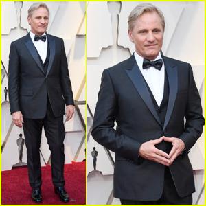 Viggo Mortensen Suits Up for Oscars 2019 Red Carpet!