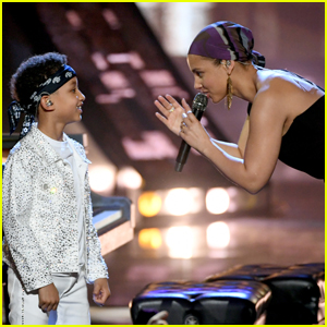 Alicia Keys Brings Son Egypt