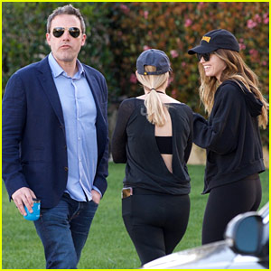Ben Affleck Strolls Right Past Another Celeb & Doesn't Even Notice!
