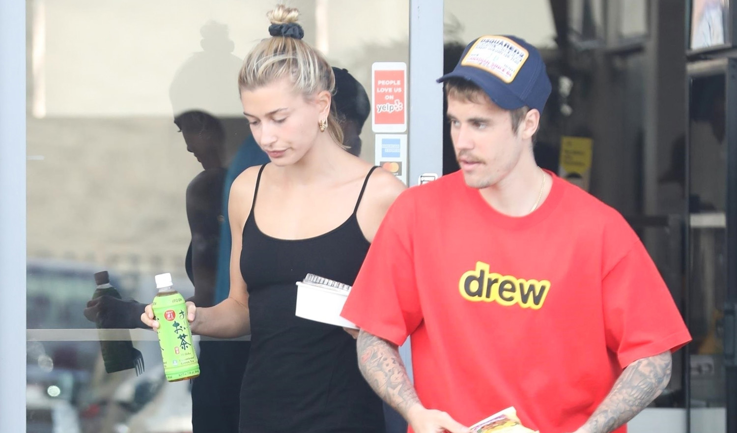 Justin Bieber Picks Up Saturday Lunch To-Go with Wife ...