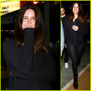 Lana Del Rey Attends the Jonas Brothers Concert!
