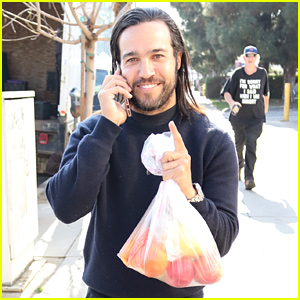Pete Wentz Picks Up Some Fruit at the Farmers Market