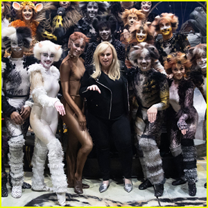 024accc74c3b5 Rebel Wilson puts up her paws up while on visiting the national tour of CATS  on Friday night (March 8th) at the Hollywood Pantages Theatre!