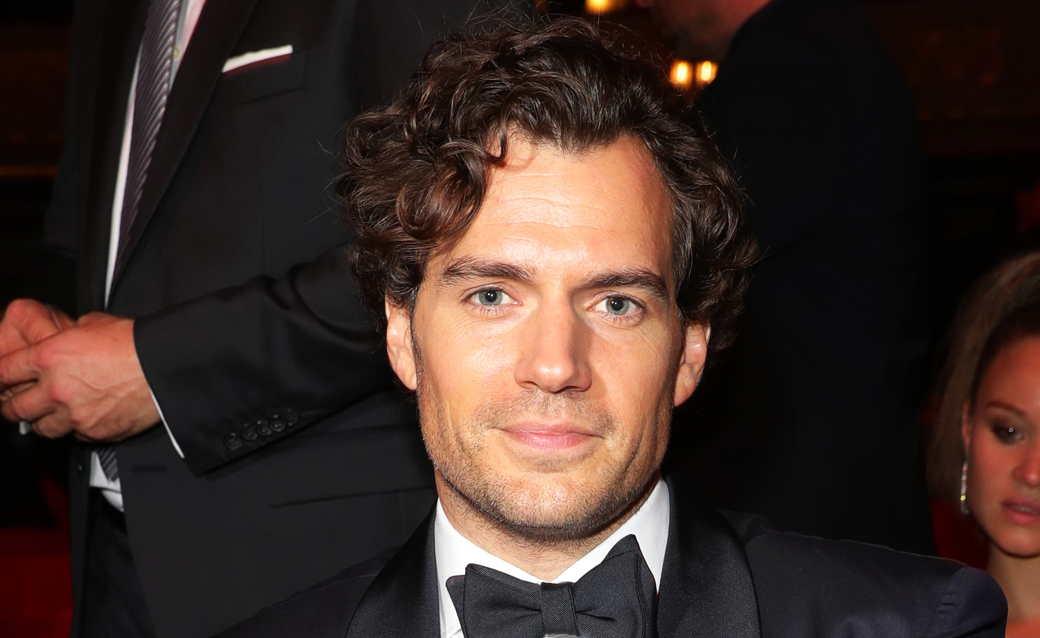 Man of Steel set photos reveal Henry Cavill showing off