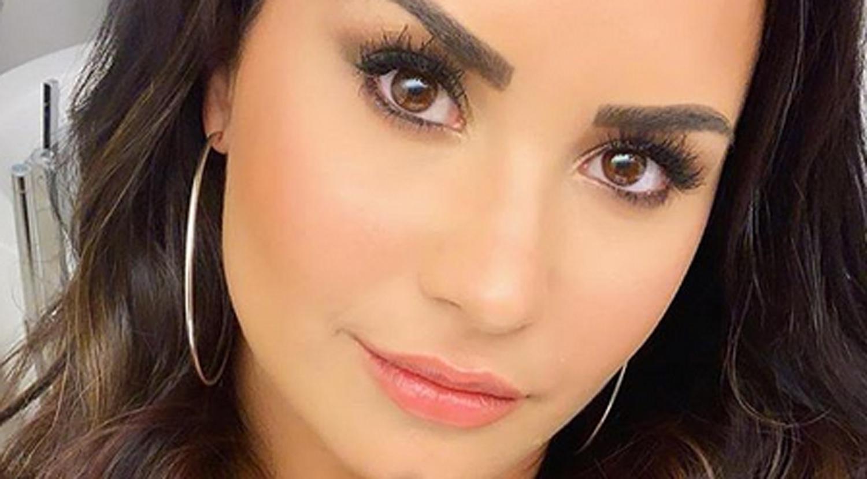 Demi Lovato Shows Off Chic New Bob Haircut Amp We Re