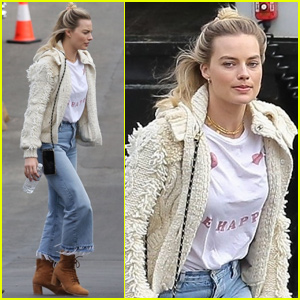 Margot Robbie Arrives on Set for Another Day of Filming 'Birds of Prey'