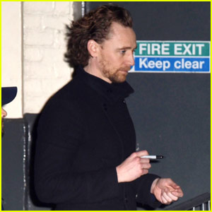 Tom Hiddleston Signs Autographs & Takes Selfies After 'Betrayal' Performance