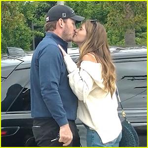 Chris Pratt & Katherine Schwarzenegger Share Cute Kisses After Shopping