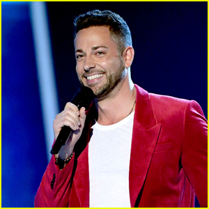 Zachary Levi Honors 'Drama Nerds' in MTV Movie & TV Awards 2019 Opening Monologue - Watch Now!