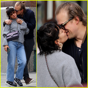 David Harbour & Lily Allen Pack on the PDA During Day Out in NYC!