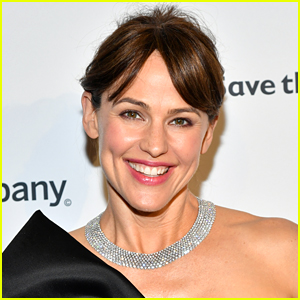 See Which Celeb Is Shooting His Shot in Jennifer Garner's Instagram Comments!
