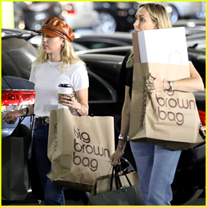 Miley Cyrus & Mom Tish Indulge in Some Retail Therapy
