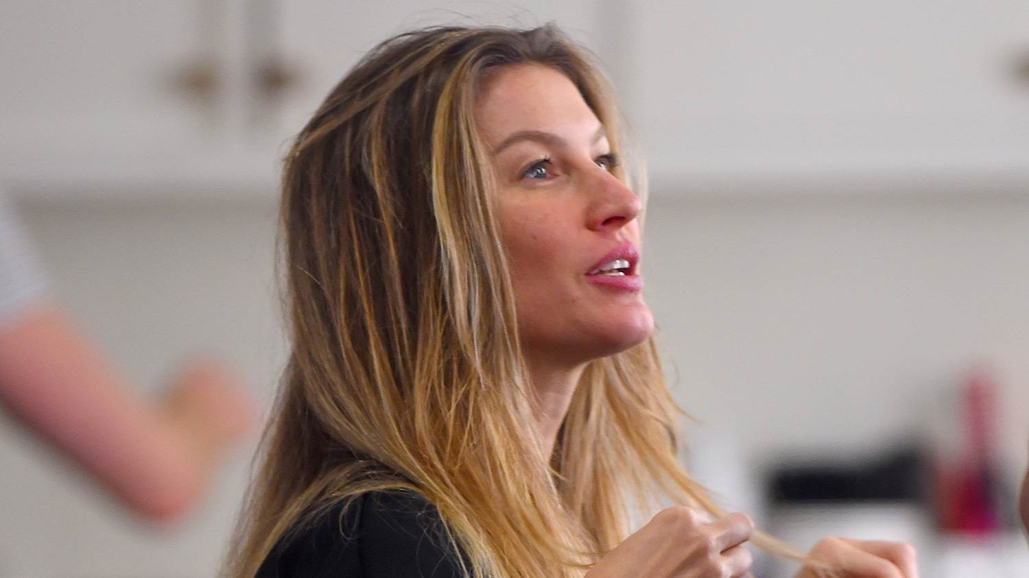 Gisele Bundchen Gets Her Hair Highlighted by Pal Hairstylist Harry Josh! - Just Jared