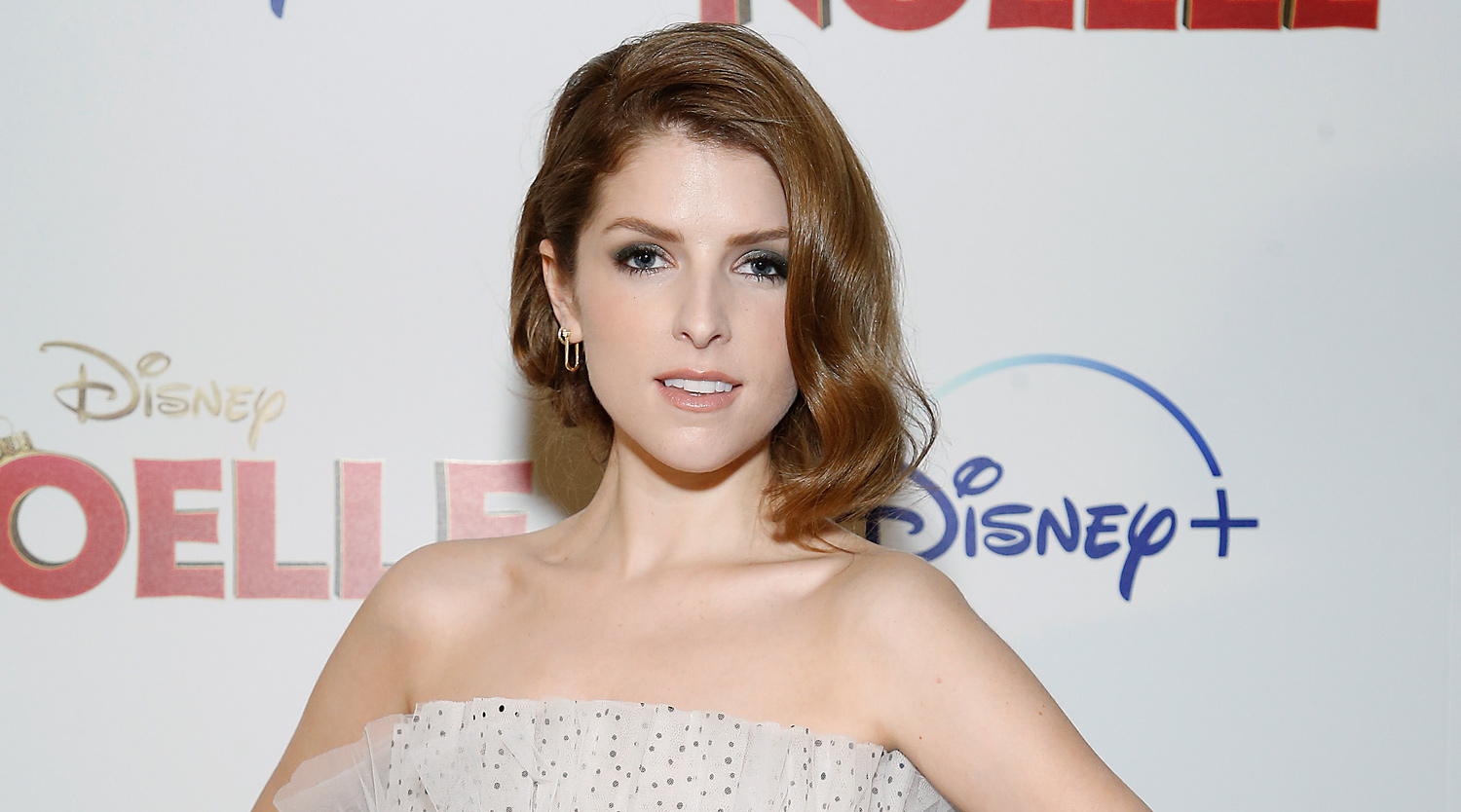 Anna Kendrick Rocks Dress With Giant Bow at ?Noelle? Premiere