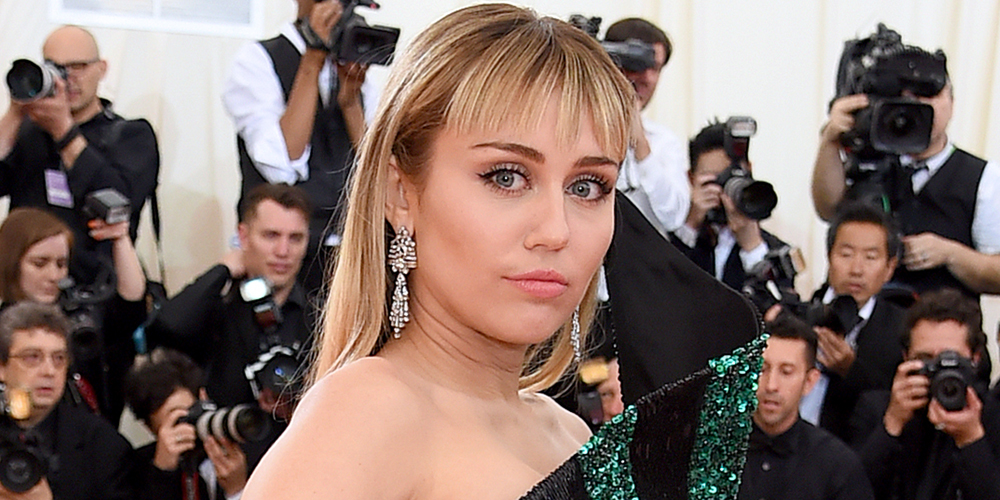 Miley Cyrus S Fans Are Really Hating On Her New Mullet Hairstyle Hair Miley Cyrus Just Jared