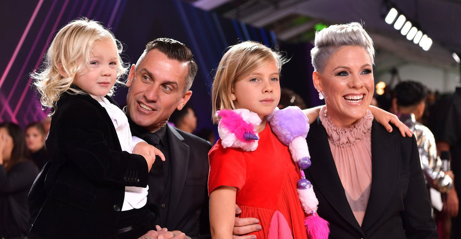 Pink & Husband Carey Hart Bring Kids Willow & Jameson to People's Choice Awards 2019!