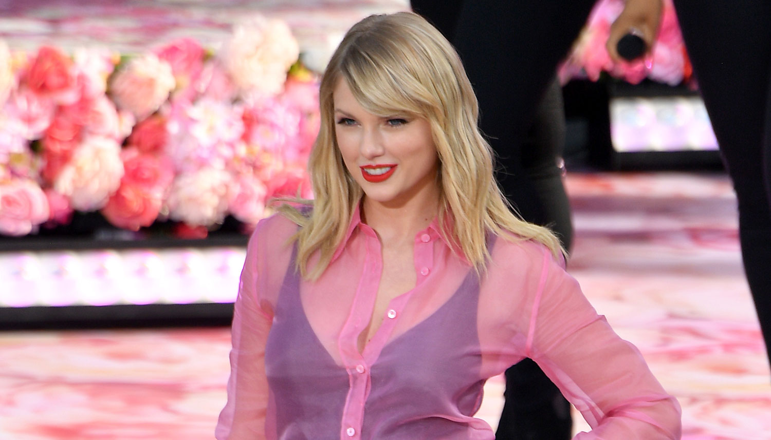 Taylor Swift Is Officially Allowed to Play Old Music at the AMAs!