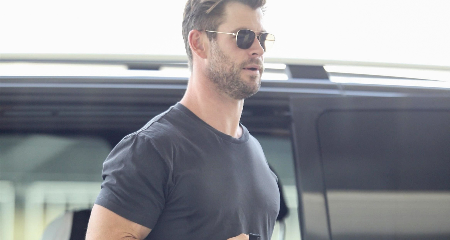 Chris Hemsworth Shows Some Muscle While Leaving Brisbane