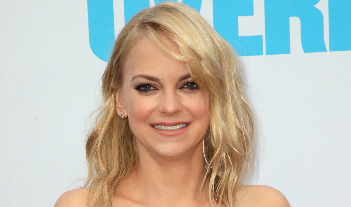 Anna Faris Has An Untraditional Idea As to Who Could Officiate Her Wedding