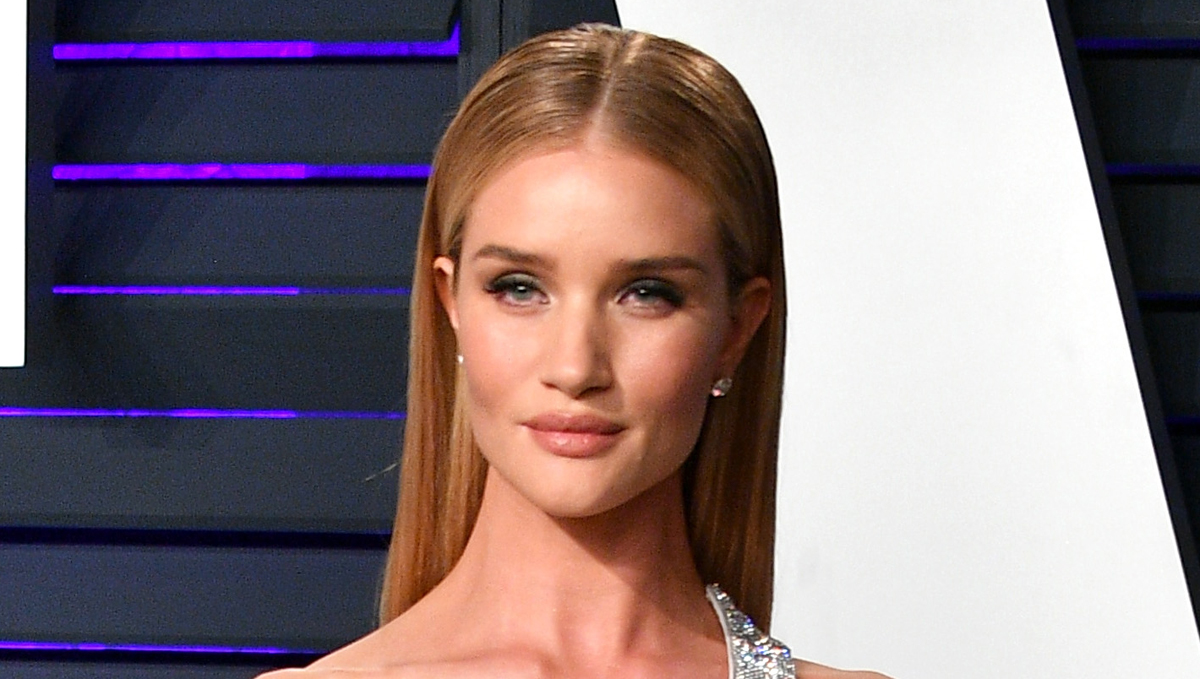 Rosie Huntington-Whiteley Uses This 'Cult Favorite' Anti-Aging Product!
