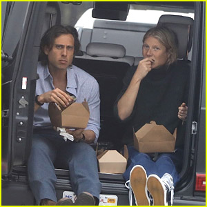 Gwyneth Paltrow & Brad Falchuk Eat a Meal While Sitting in Their Trunk