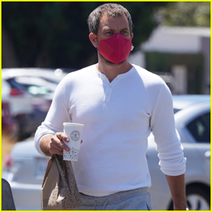 Joshua Jackson Picks Up Chipotle for Lunch in Malibu