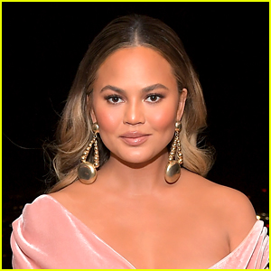 Chrissy Teigen Writes Emotional Letter Recounting Her Losing Her Pregnancy