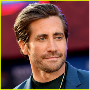 Find Out Who Called Out Jake Gyllenhaal As 'Very Distracted' On Set
