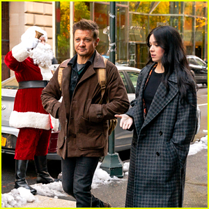 Hailee Steinfeld & Jeremy Renner Run Into Santa Claus on 'Hawkeye' Set in NYC
