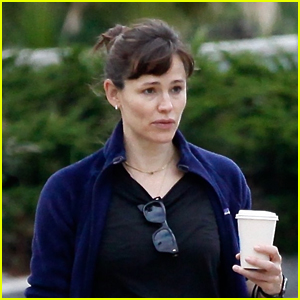 Jennifer Garner Has Animated Chat During Morning Coffee Run with a Friend